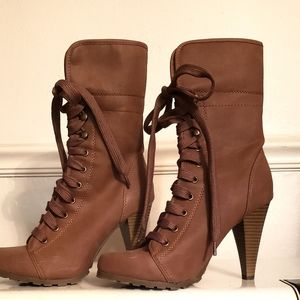 Shoes - Beautiful and classy boots!